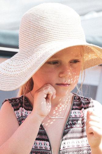 portrait fille chapeau