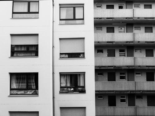 architecture facade symetrie noir et blanc